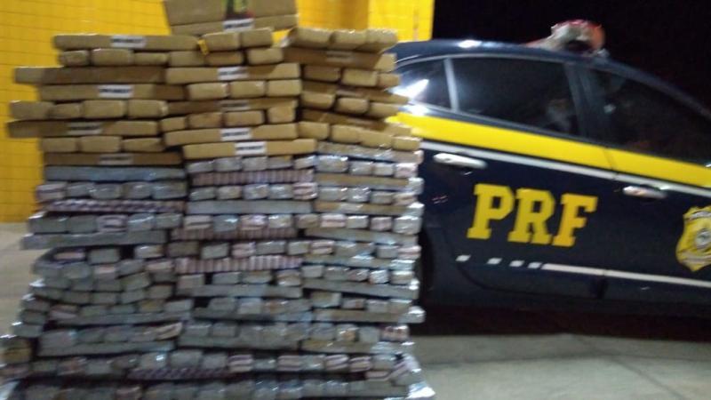 PRF apreende 300 kg de drogas sendo transportadas em caminhão no Piauí