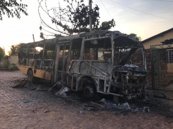 Ônibus escolar é incendiado no Piauí