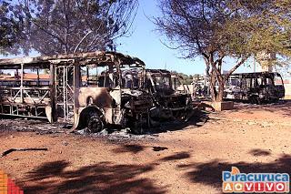 Incêndio destrói cinco ônibus de transporte escolar em Piracuruca