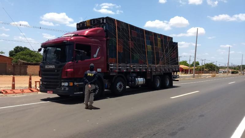 Motorista é preso em transportando 37 toneladas de milho com nota fiscal falsa