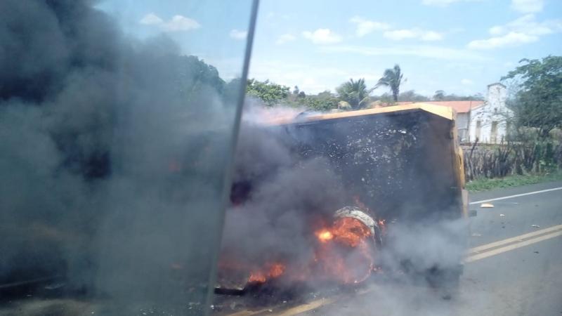 Quadrilha explide carro-forte em rodovia do Piauí