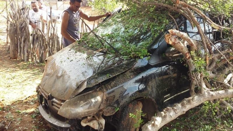 Vereador capota carro em rodovia no Piauí