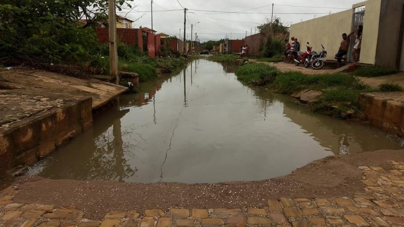 Prefeitura notifica e remove famílias por conta das chuvas na capital
