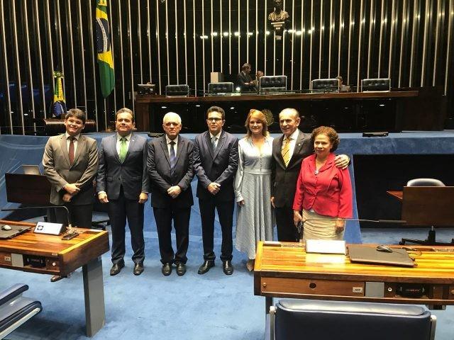 Regina Sousa renuncia ao mandato e novo senador do Piauí é empossado