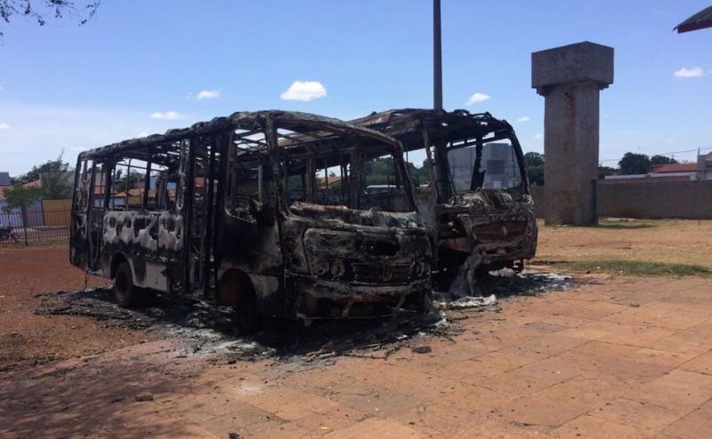 Polícia prende motorista da prefeitura e apreende menores suspeitos de atear fogo em cinco ônibus em Piracuruca