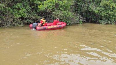 Bombeiros procuram garota que desapareceu no Rio Poti