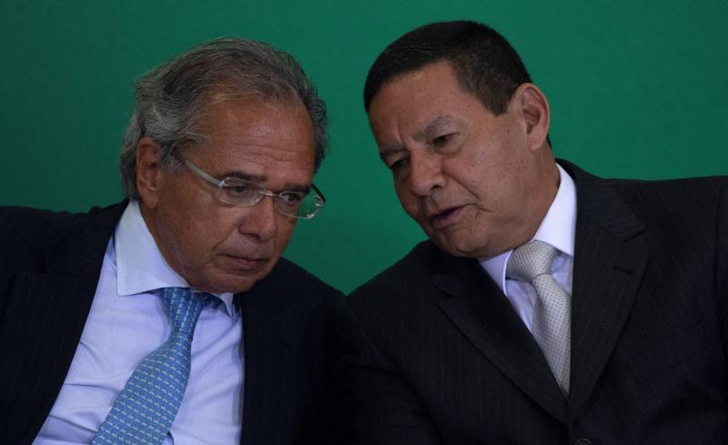 Filho de vice Mourão vira assessor especial no Banco do Brasil e triplica o salário