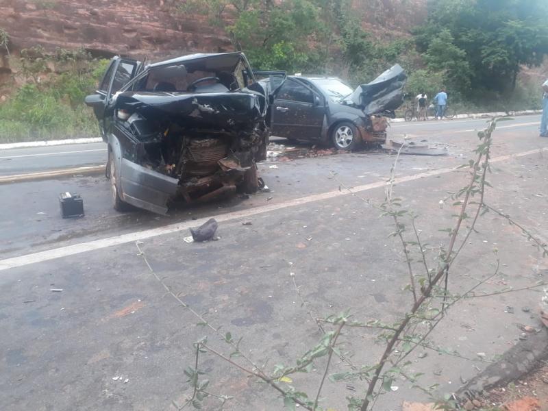 Homem morre e crianças ficam feridas em grave acidente na BR-135