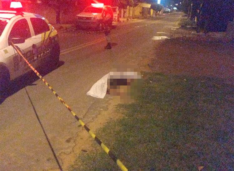 Adolescente é morto com sete tiros depois de sair de clube na madrugada desta segunda-feira