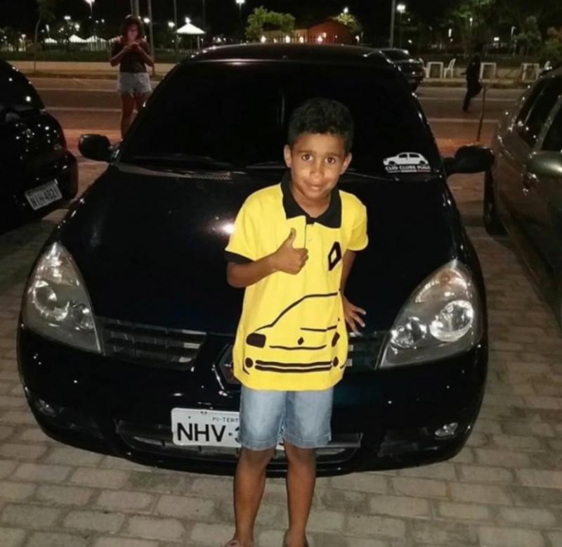 Criança de sete anos morre e pai fica ferido em acidente na João XXIII