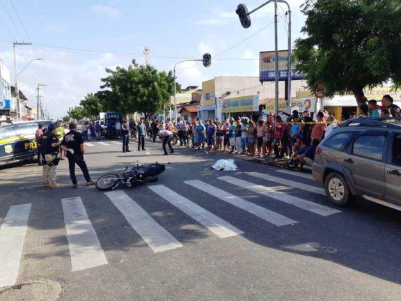 Mulher morre em colisão de moto com veículo em Parnaíba