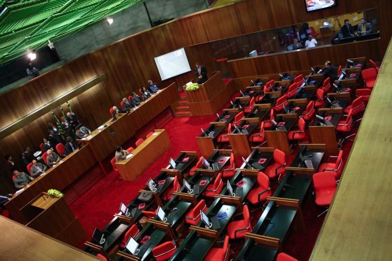 Deputados estaduais tomam posse na Assembleia Legislativa nesta sexta-feira