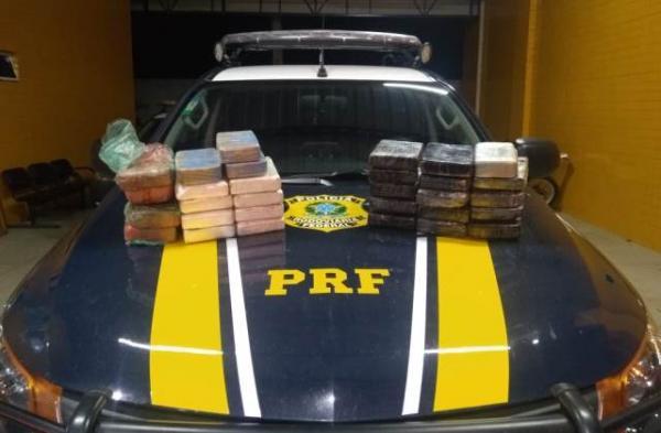 PRF prende condutor e passageiro que transportavam 32 kg de droga em veículo