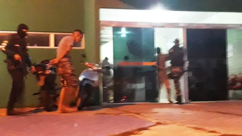 Policia realiza operação 'Jennifer' e prende traficantes, droga, carro e motocicleta em Campo Maior