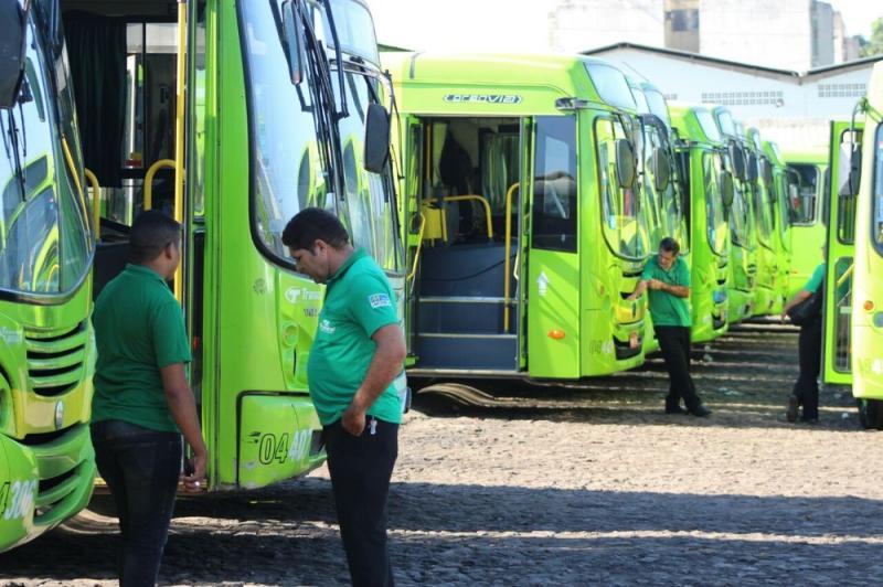 Sintetro recusa proposta de 4% e greve do transporte entra no terceiro dia, em Teresina