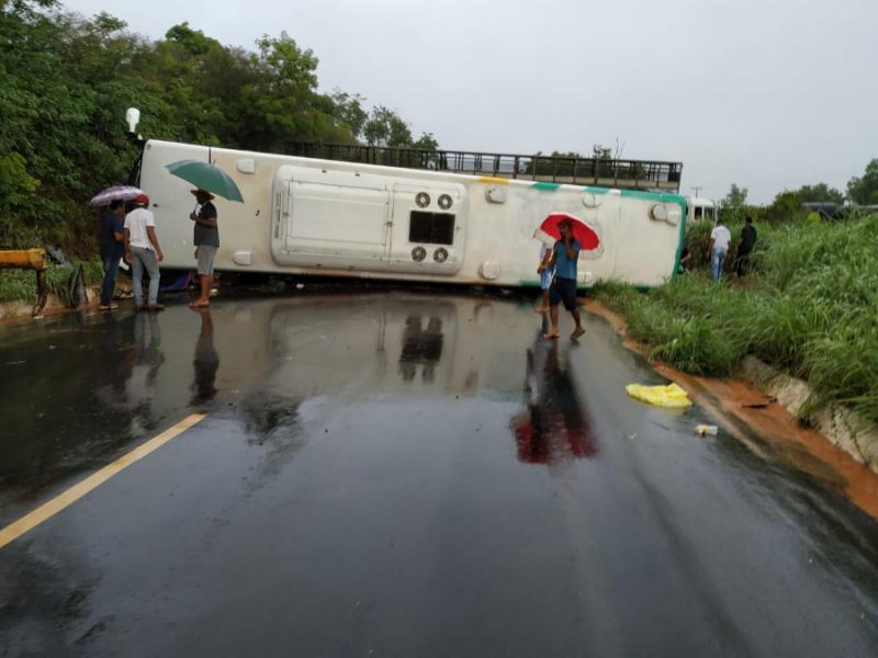 Acidente deixa 14 feridos na BR-135 em Cristalândia do Piauí