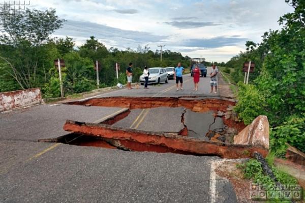 Após forte chuva, ponte fica destruída em Piracuruca e PI-110 fica interditada