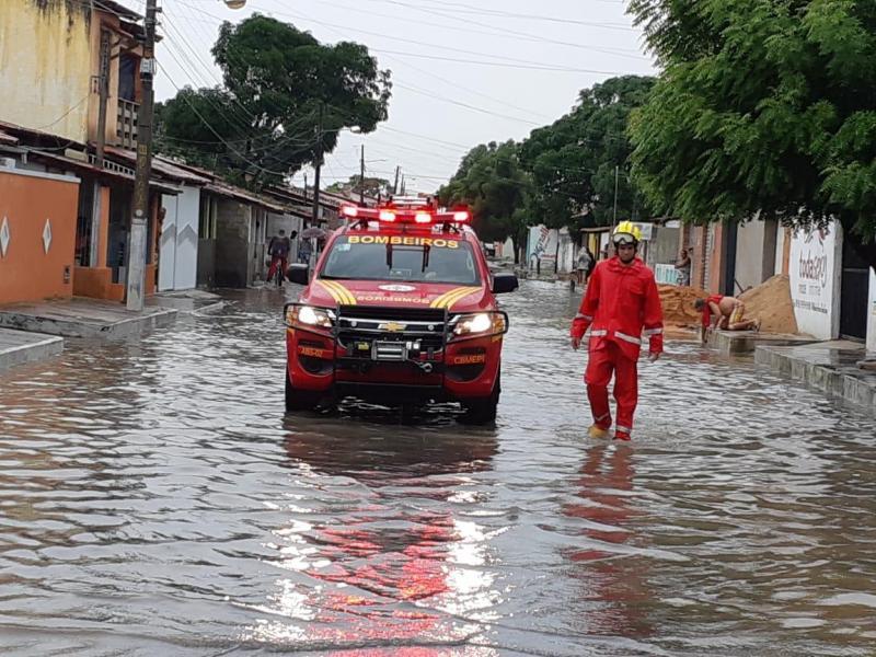 Famílias ficam desabrigadas após forte chuva em Parnaíba