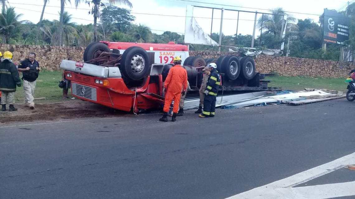 Caminhão tomba na BR 343 na saída de Teresina para Altos