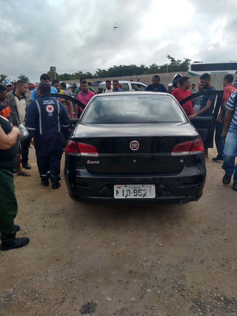 Motorista é encontrado esfaqueado dentro na zona Sul de Teresina
