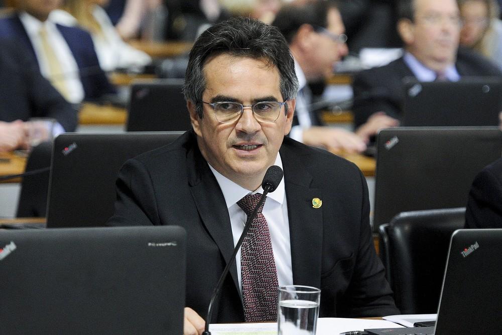 Polícia Federal faz buscas em endereços do senador Ciro Nogueira