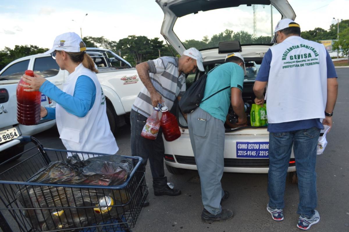Vigilância Sanitária apreendeu comidas e bebidas no Corso