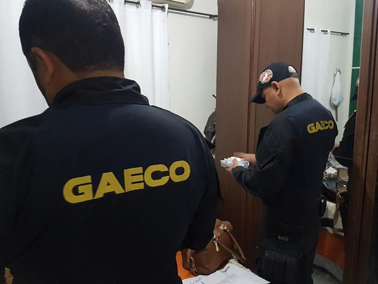 Ex-prefeita de cidade do Piauí é presa em operação contra fraudes em licitações