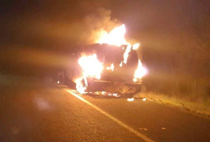 Após pane elétrica, carro-forte pega fogo na BR-343