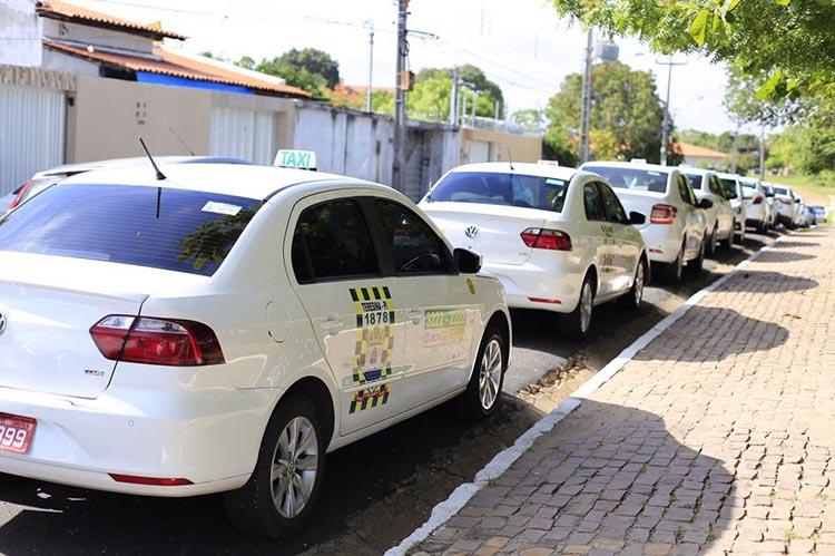 Prazo para renovação de alvará de táxis encerra na segunda-feira