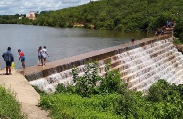 Jovem de 18 anos morre afogado no açude em São Julião