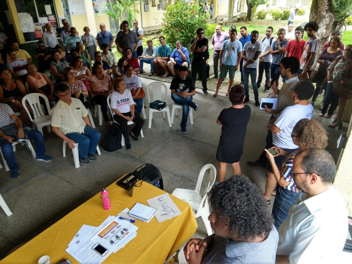 Em assembleia, professores da Uespi aprovam suspensão da greve
