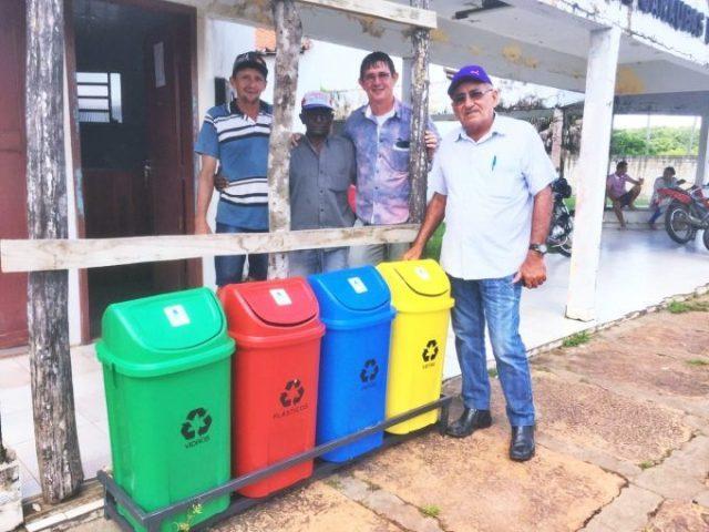 Prefeitura instala lixeiras seletivas em Caraúbas do Piauí