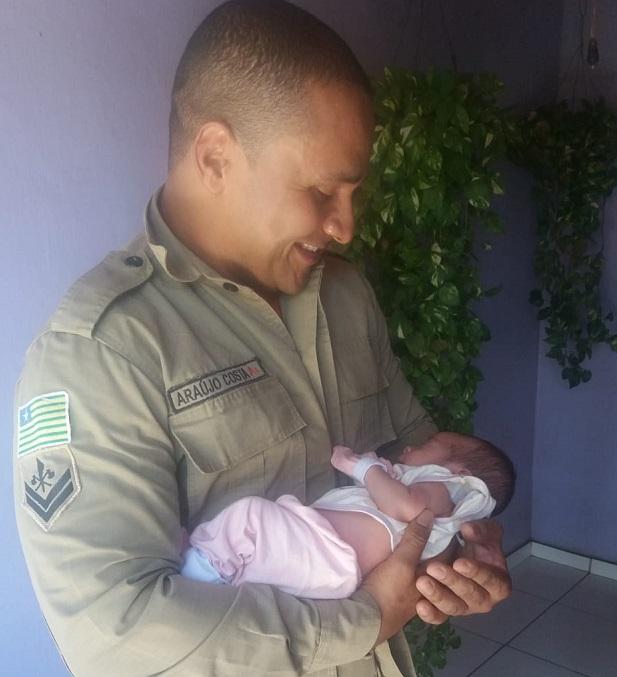 Bombeiro salva vida de bebê que se engasgou com leite no interior do Piauí