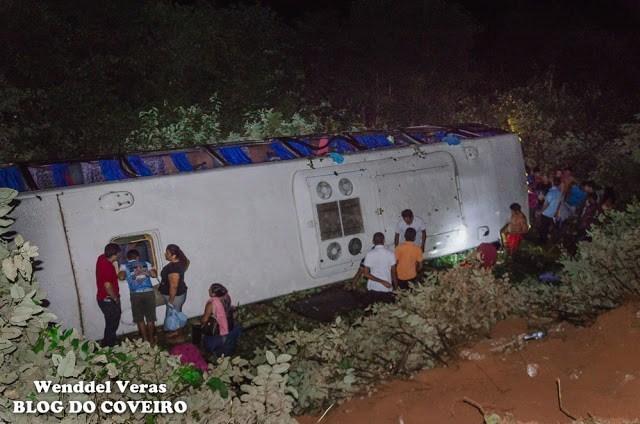 Ônibus capota e deixa 40 pessoas feridas na PI-213 em Cocal