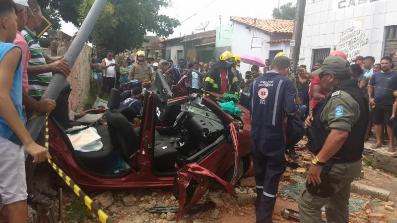 Metrô colide com carro na zona Sudeste de Teresina