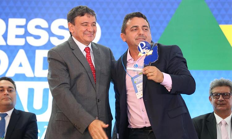 Professor Ribinha, prefeito de Campo Maior, recebe Prêmio Prefeito Empreendedor