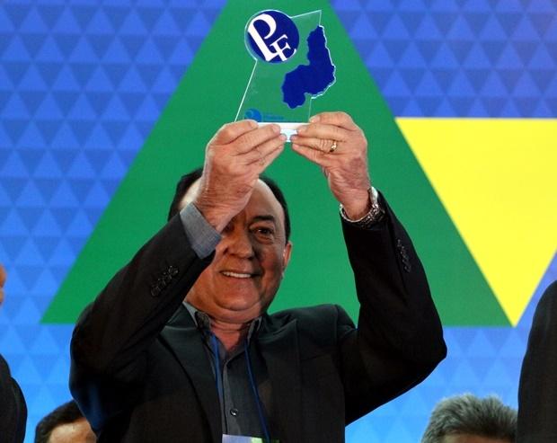 Prefeito de Paulistana recebe Prêmio Prefeito Empreendedor