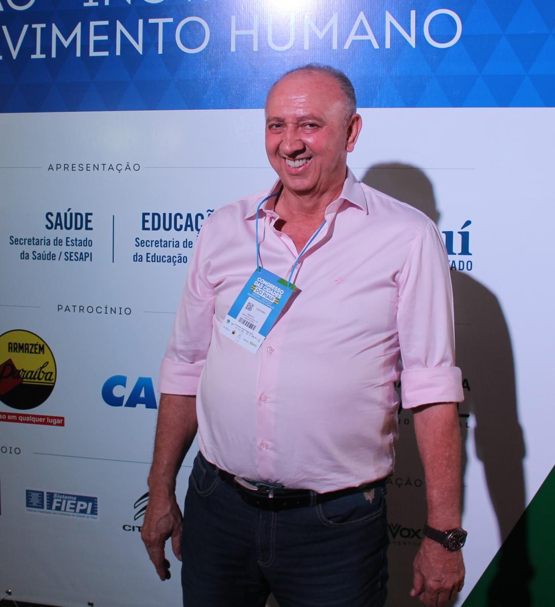 Prefeito de Avelino Lopes, Diostenes participa de abertura do Congresso das Cidades