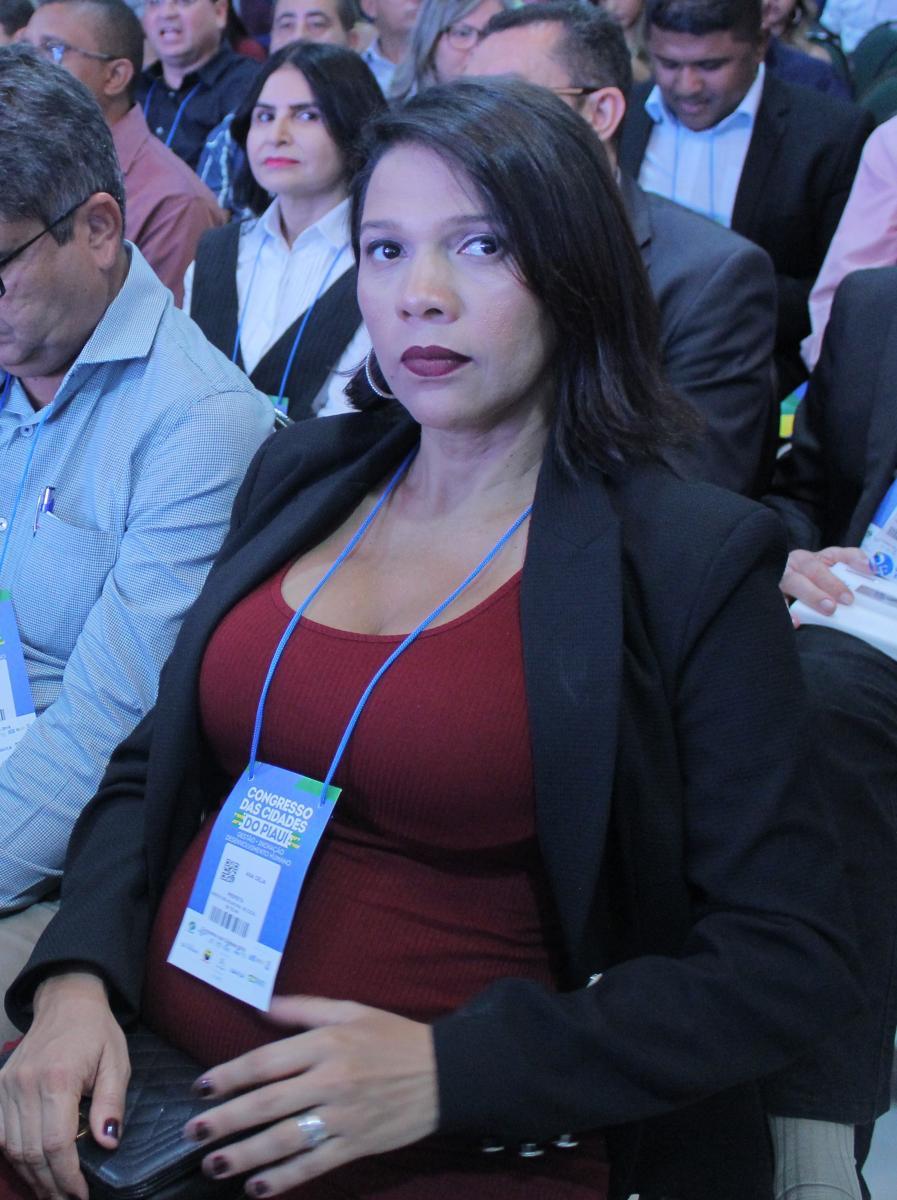 Prefeito Cocal de Telha, Ana Célia participa de abertura do Congresso das Cidades