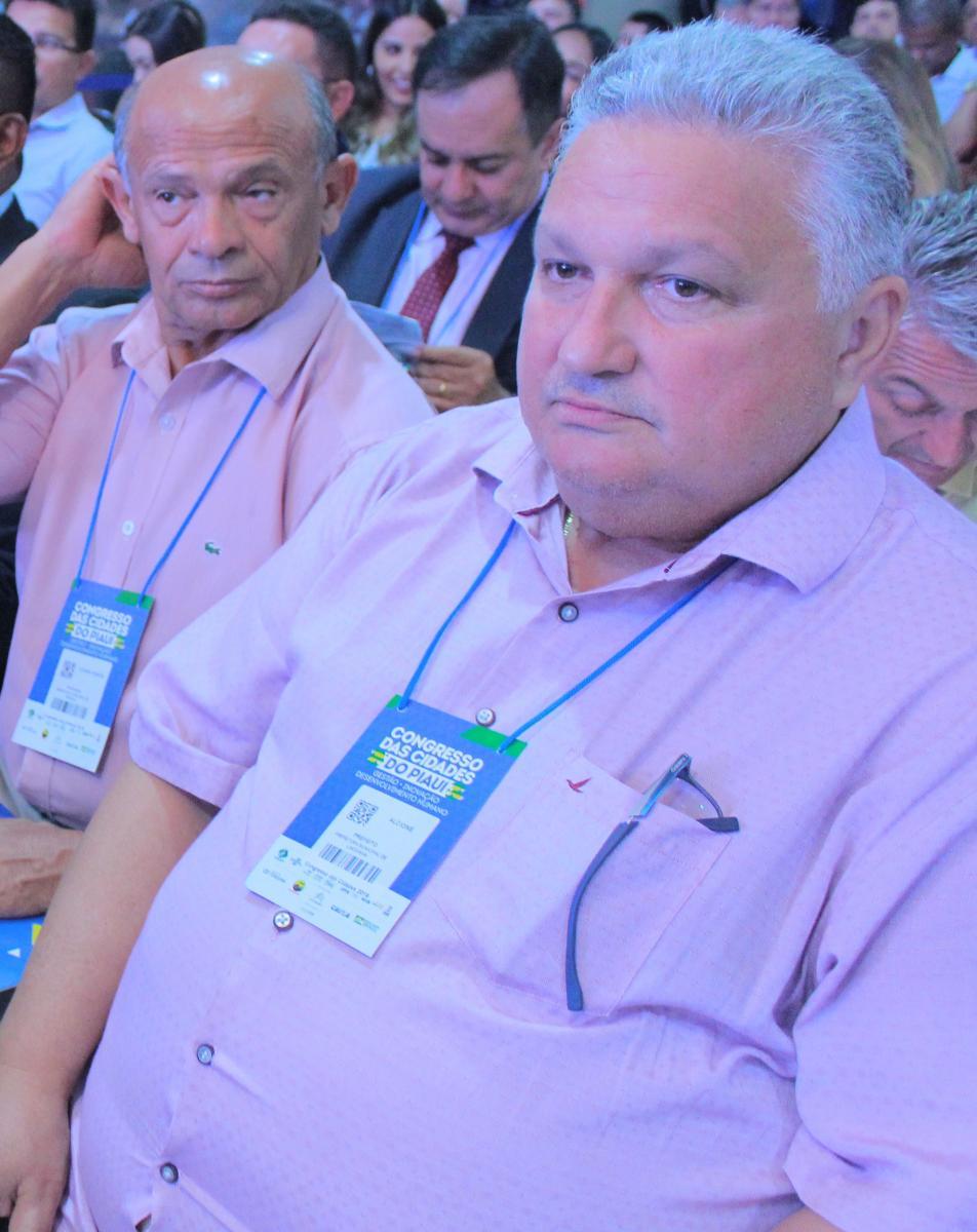 Prefeito Dr. Alcione, de Lagoinha do Piauí, participa de abertura do Congresso das Cidades