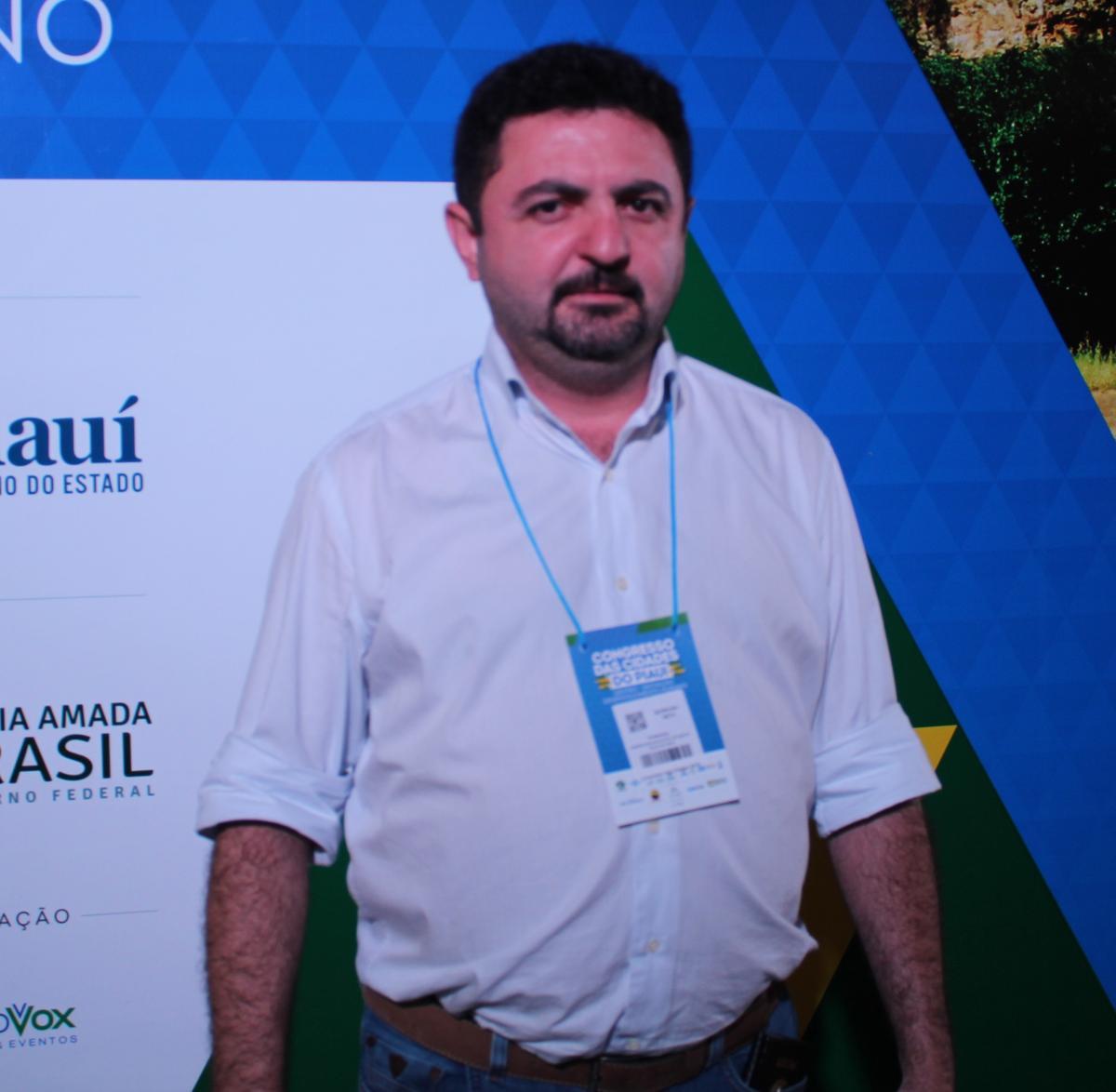 Prefeito de Santa Cruz do Piauí, Barroso Neto participa da abertura do Congresso das Cidades