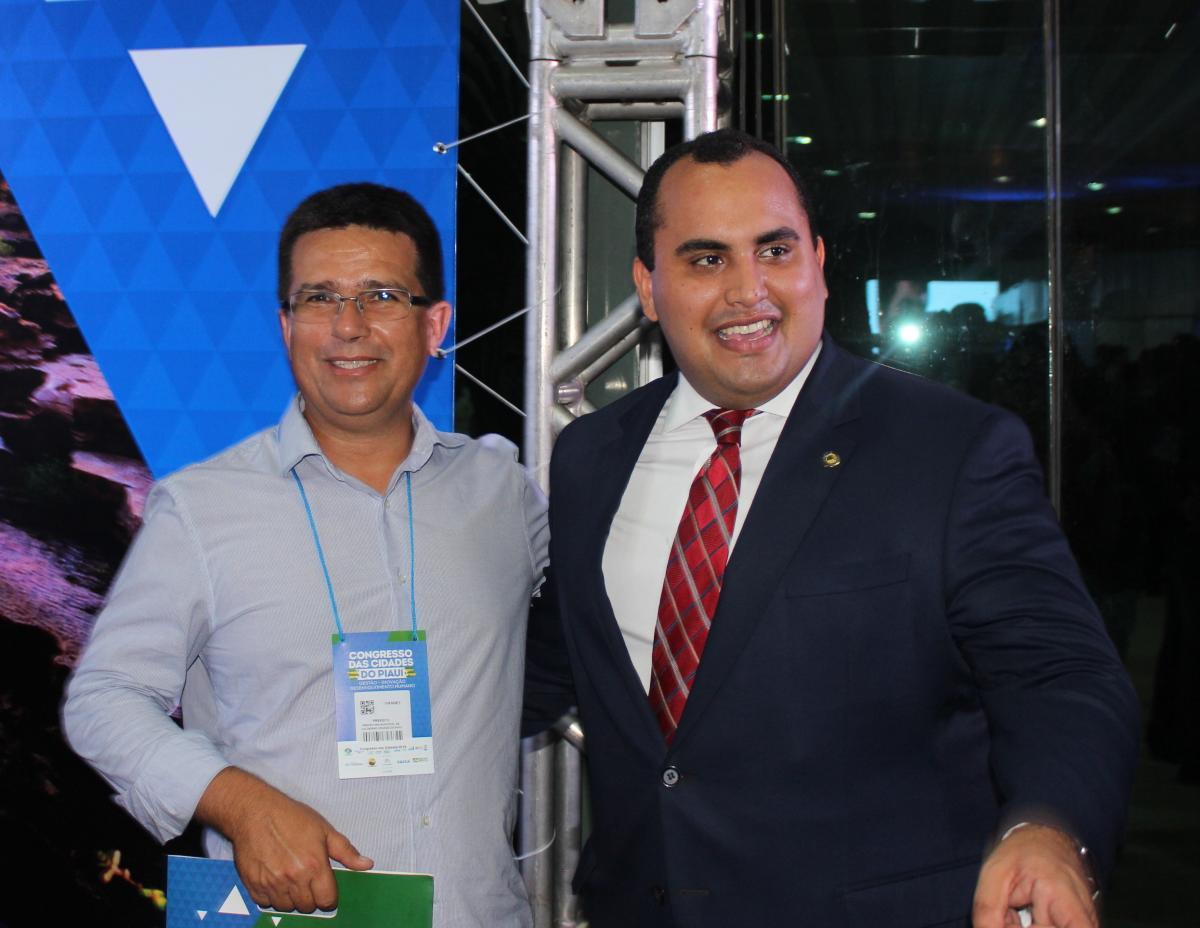 Prefeito de Caldeirão Grande do Piauí, Vianney participa de abertura do Congresso das Cidades