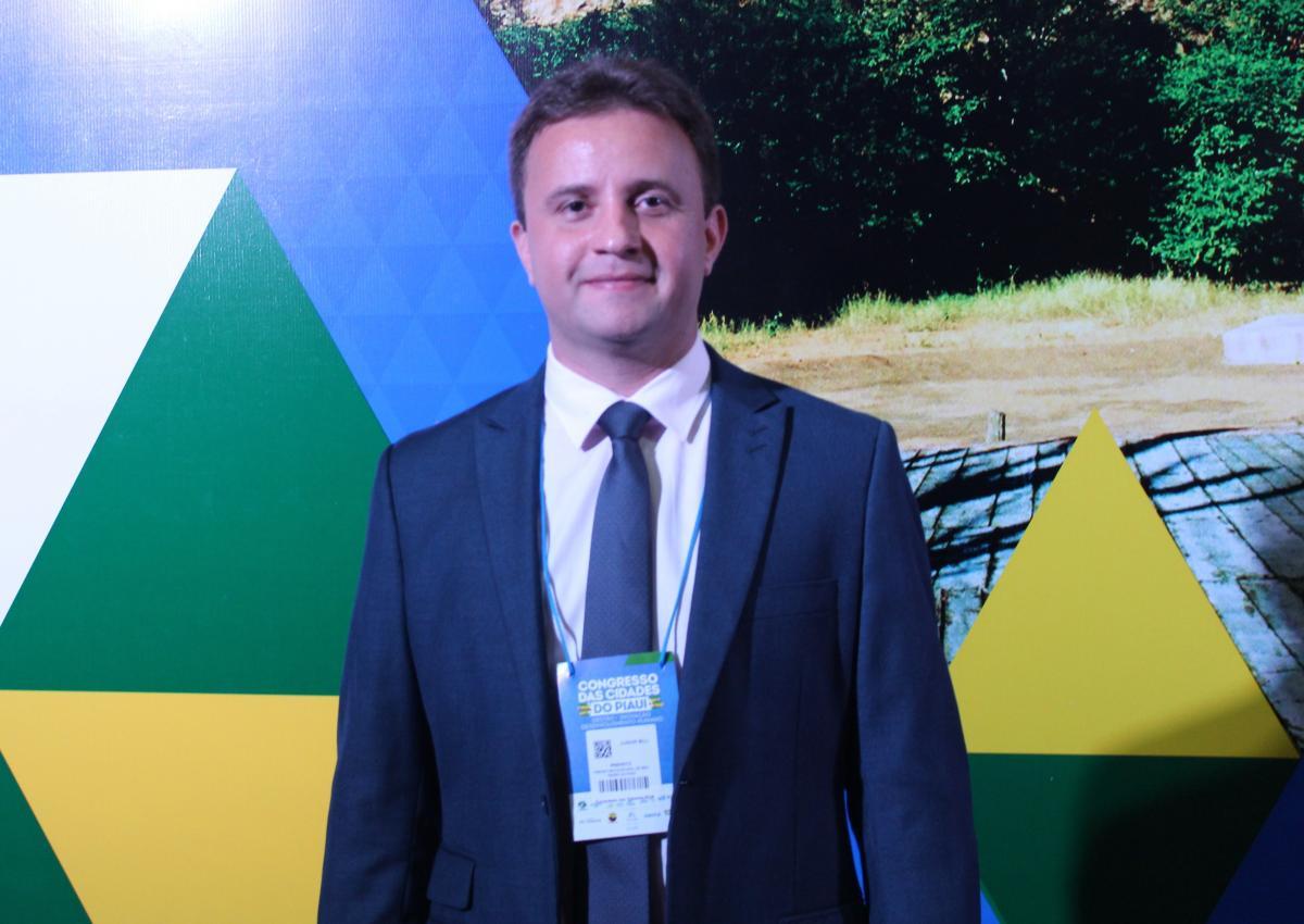 Prefeito de São Pedro do Piauí, Junior Bill participa de abertura do Congresso das Cidades