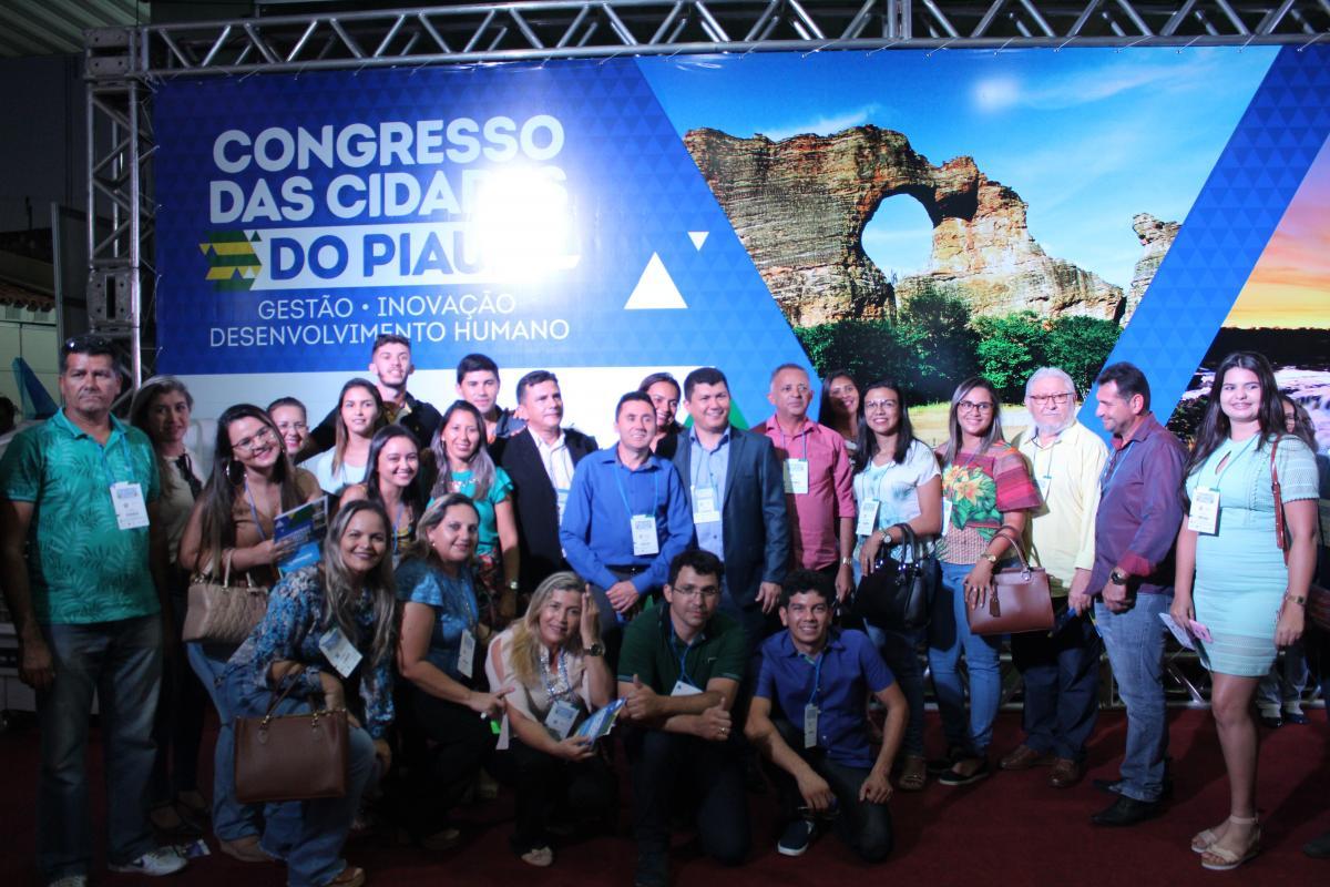 Prefeito de Cocal, Rubens Vieira participa de abertura do Congresso das Cidades
