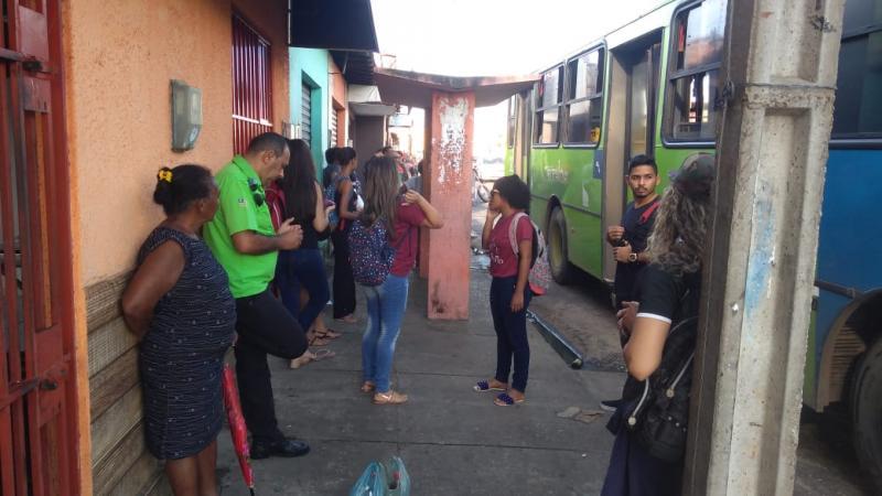 Passageiro defeca dentro de ônibus e interrompe viagem de ônibus em Teresina