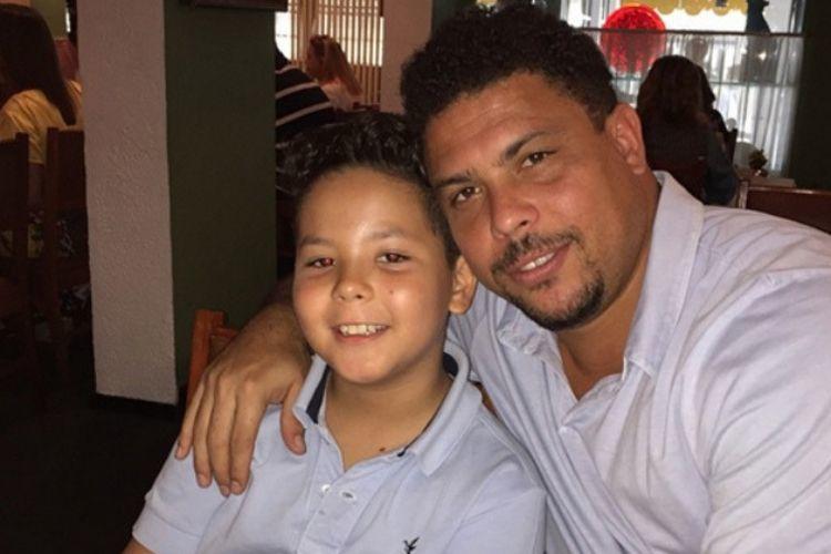 Mãe do filho do ex-jogador Ronaldo quer reajuste de pensão