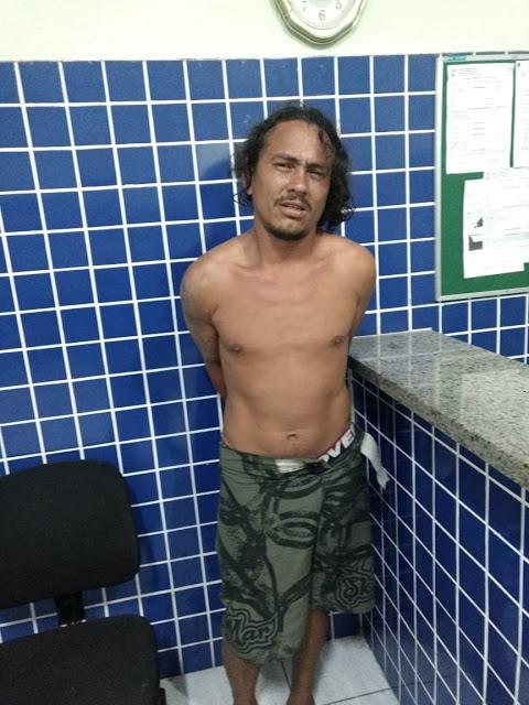 Homem é preso após ser flagrado agredindo esposa e filho