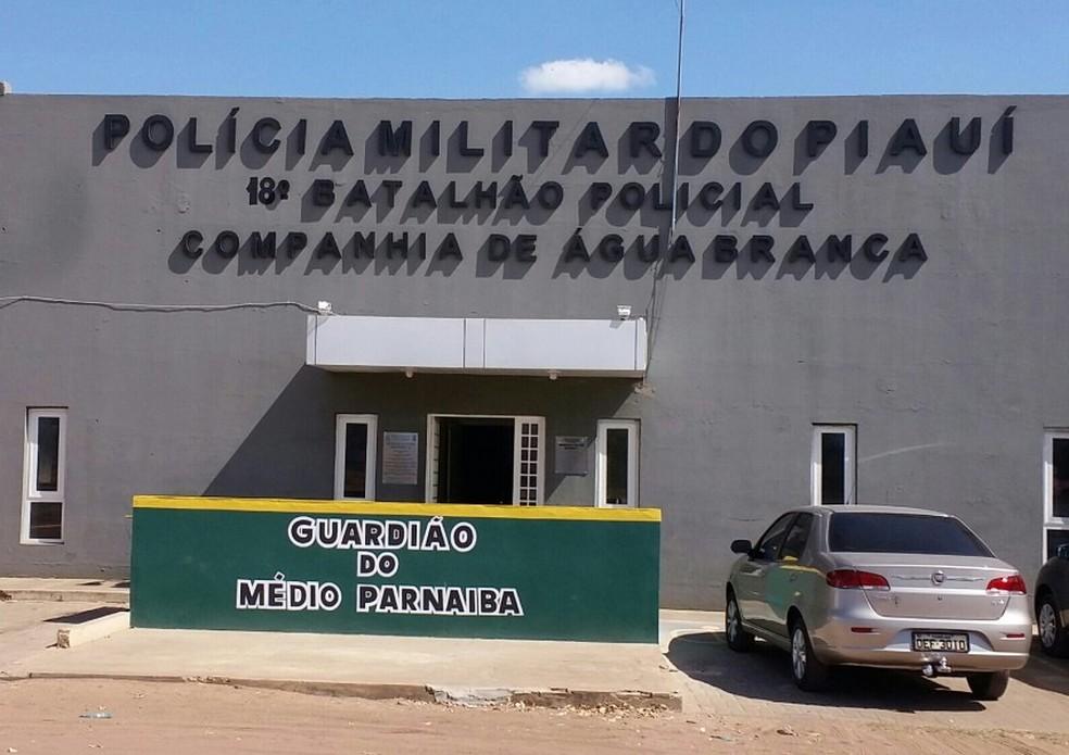 Policial Militar é preso, suspeito de roubo a comércios em Água Branca-PI