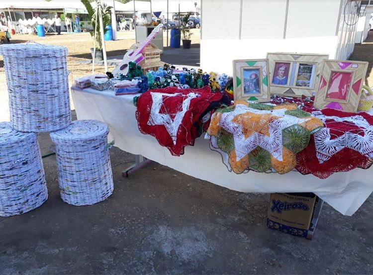 Artesanato feito em penitenciária de Oeiras é vendido em feira