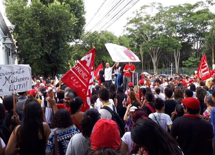 Estudantes voltam a protestar nas ruas contra corte de verbas